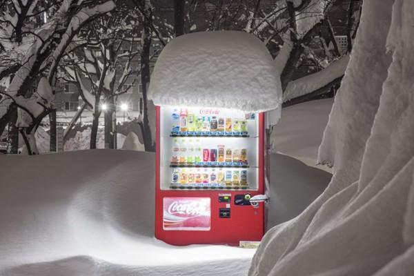 Câu chuyện đằng sau những chiếc máy bán hàng tự động cô đơn nhất Nhật Bản - Ảnh 2.