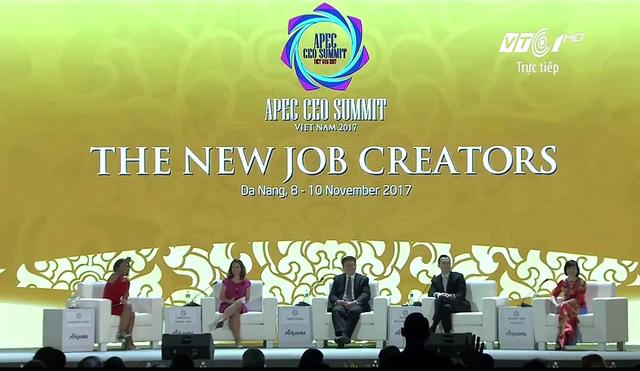 TGĐ Vingroup nói về chuyện robot cướp việc làm của con người ở APEC: Có một số sản phẩm chỉ có thể làm bằng tay, ví dụ như chiếc áo dài tôi đang mặc - Ảnh 1.