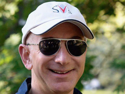 Một ngày của người giàu nhất thế giới, Jeff Bezos - Ảnh 1.