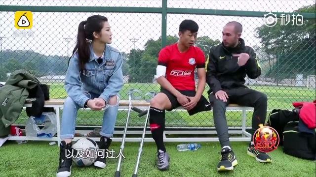 Chàng trai mất một chân do ung thư vẫn chống nạng đá bóng cực khéo, trở thành hiện tượng Internet ở Trung Quốc - Ảnh 2.