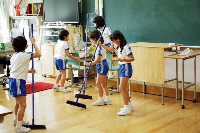 15 quy định hà khắc trong trường học Nhật Bản sẽ khiến con phải biết ơn vì độ mềm mỏng của bố mẹ ở nhà - Ảnh 1.