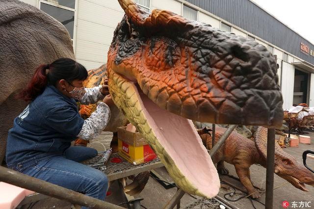 Thành phố khủng long ở Trung Quốc: Nơi tạo ra 90% mô hình khủng long trên toàn thế giới - Ảnh 1.