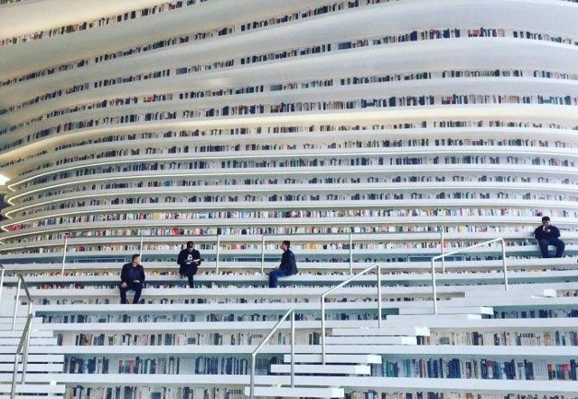 Bạn biết thư viện khổng lồ ở Trung Quốc chứ? Một nửa số sách ở đó không có chữ! - Ảnh 1.