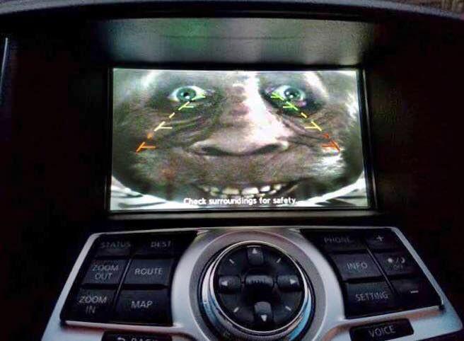 [Vui] Với vài tấm ảnh trong phim kinh dị cùng camera lùi trên ô tô, anh chồng khiến vợ sợ chết khiếp - Ảnh 3.