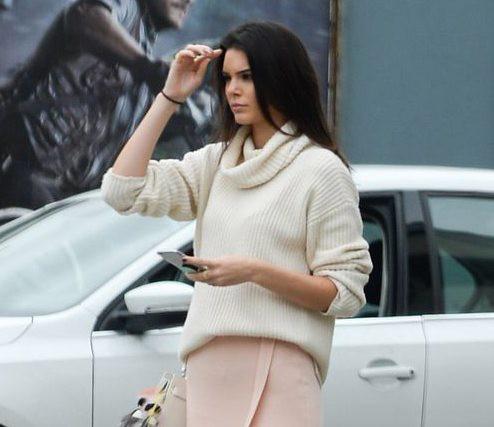 Kendall Jenner, chị em với Kim Kardashian, cũng rất ưa chuộng PopSocket