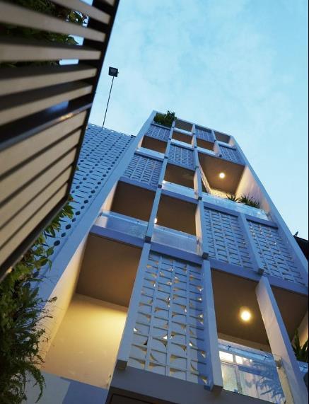 Ngôi nhà ống 7 tầng sâu hun hút ở TP. HCM đẹp ấn tượng trên tạp chí kiến trúc của Mỹ - Ảnh 2.