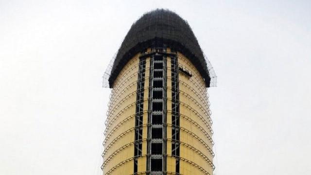 Trung Quốc: Xây tòa nhà giống hình con trai trai, bị dân chê làm xấu phong thủy cả thành phố - Ảnh 8.
