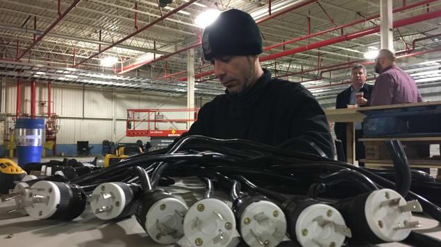 Tại Québec, Bitfarms có khoảng 60 nhân viên làm việc liên tục, ngoài ra họ cũng mua đứt luôn cả một công ty về dịch vụ điện để đảm bảo trong khâu vận hành