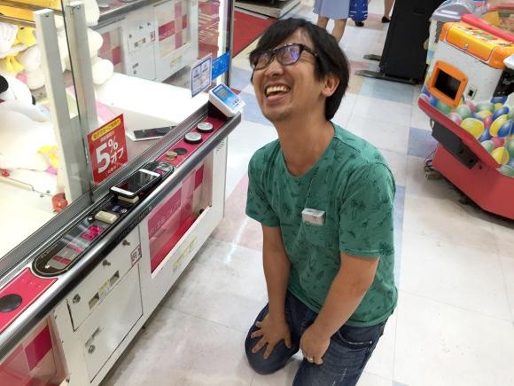 Nhật Bản: Chủ cửa hàng bị bắt sau khi hack máy gắp quà, khiến người chơi không thể thắng nổi - Ảnh 3.