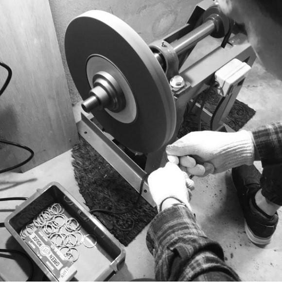 Đây là chiếc đồng hồ được tạo nên từ kỹ thuật rèn kiếm 700 năm tuổi của Nhật Bản - Ảnh 5.