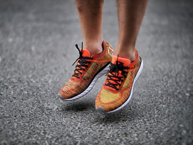 Hãy tặng 5 mẫu sneakers siêu thoáng này cho ông bạn có bàn chân rau mùi - Ảnh 11.