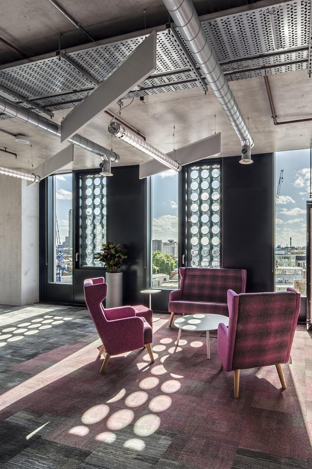 Ngồi ghế tại đây, vừa uống trà vừa ngắm nhìn toàn cảnh London thì còn gì bằng!