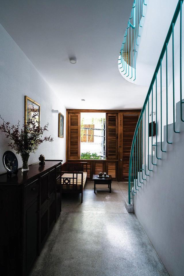 Ngôi nhà ống của đại gia đình trong hẻm nhỏ ấp ủ ý tưởng suốt 10 năm, đổi 3 đội thợ mới hoàn thành ở Sài Gòn - Ảnh 15.