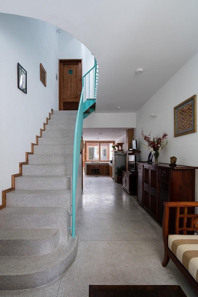Ngôi nhà ống của đại gia đình trong hẻm nhỏ ấp ủ ý tưởng suốt 10 năm, đổi 3 đội thợ mới hoàn thành ở Sài Gòn - Ảnh 16.