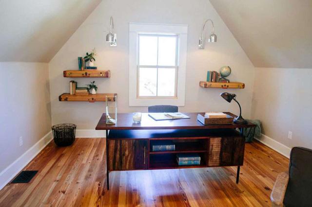 Nơi này được sử dụng làm phòng tiếp khách thứ 2 và phòng làm việc.