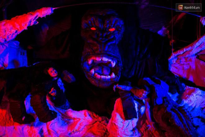 Biết tin bị ung thư vòm họng, chàng trai bỏ việc về mở xưởng làm... mô hình quái vật - Ảnh 15.