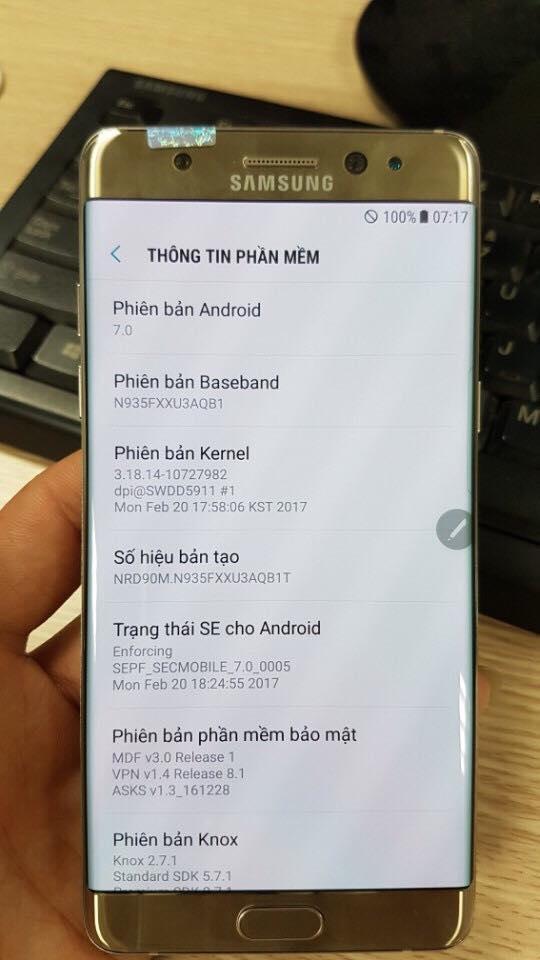 Một chiếc máy được cho là Note 7 tân trang tại Việt Nam với mã máy SM-N935. Trước đây, nguyên bản Note7 có mã SM-N930.