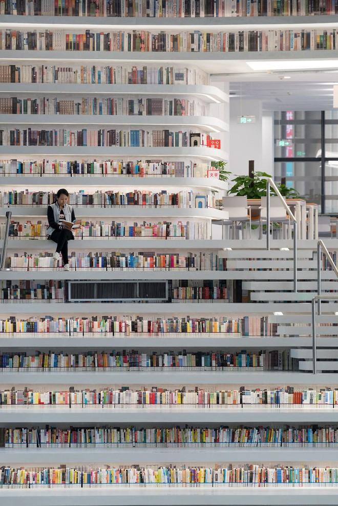 Bạn biết thư viện khổng lồ ở Trung Quốc chứ? Một nửa số sách ở đó không có chữ! - Ảnh 8.