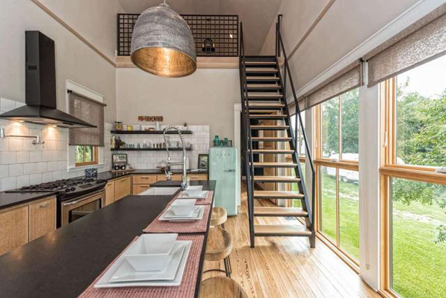 Hiện tại, chủ nhà đang cho thuê nhà với mức giá 325 USD/đêm, chưa kèm các dịch vụ khác.