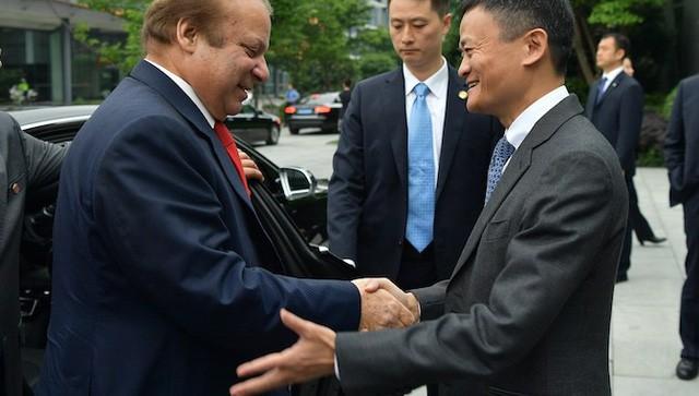 Giải mã tư thế bắt tay của ông Jack Ma với ông Trương Gia Bình để hiểu thêm về vị tỷ phú này - Ảnh 4.