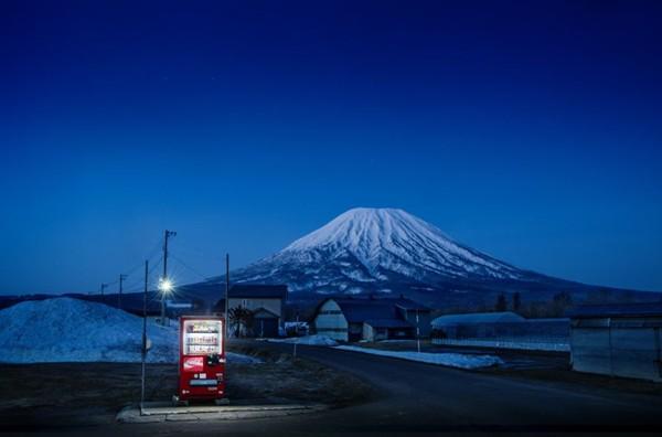 Câu chuyện đằng sau những chiếc máy bán hàng tự động cô đơn nhất Nhật Bản - Ảnh 4.