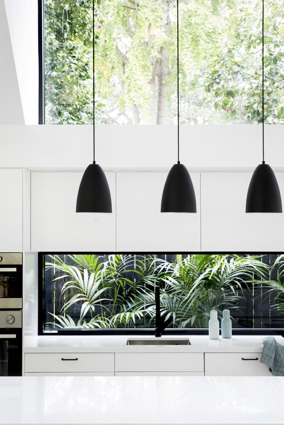 Dù nội thất không cầu kỳ, đơn giản nhưng ngôi nhà vẫn rất hiện đại và bừng sáng.