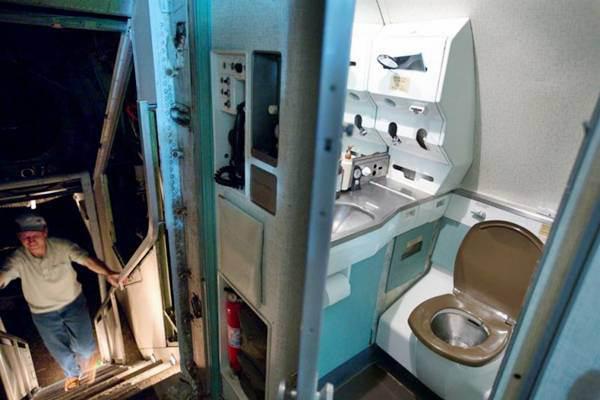 Phòng vệ sinh của máy bay được tôn tạo lại tiện nghi hơn