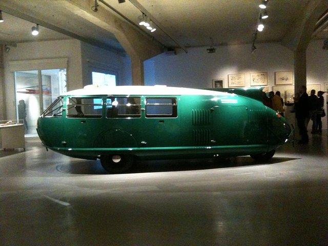 Trưng bày bản phục sao của xe Dymaxion ở Madrid