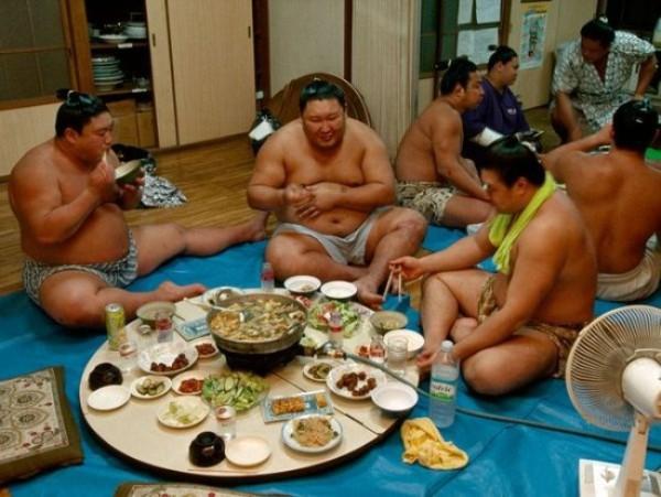 Thế giới u ám của võ sĩ sumo tại Nhật: Không lương, không điện thoại, không bạn gái - Ảnh 6.