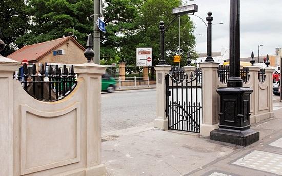 Phần cổng dẫn xuống nhà vẫn được giữ nguyên
