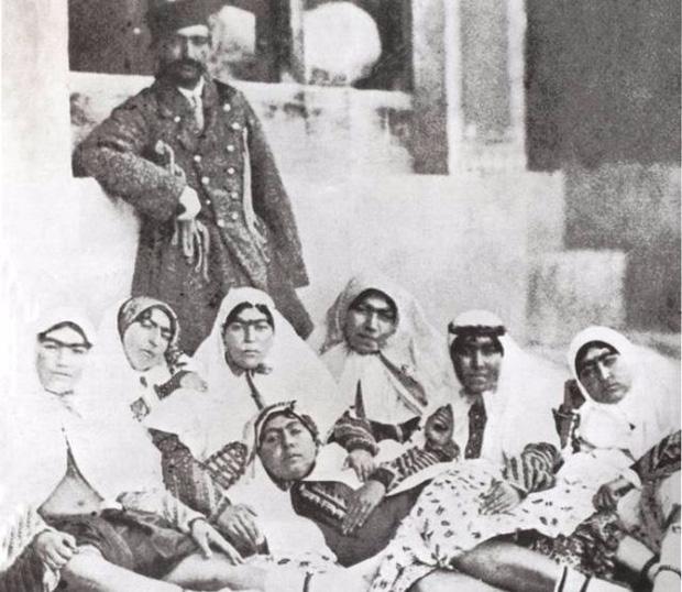 Một phần trong hậu cung trăm người của shah Nasser al-Din