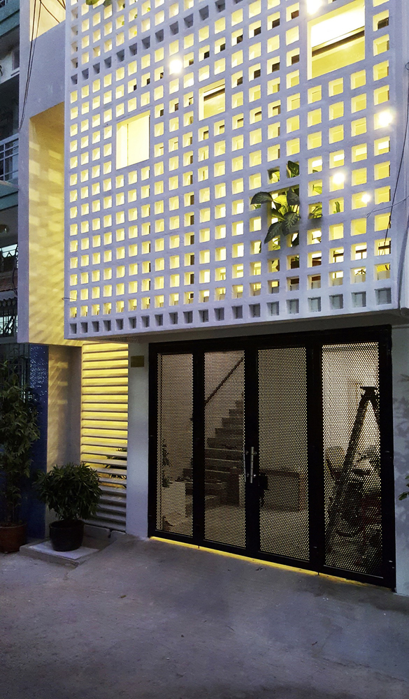 Lối thiết kế đơn giản của tầng một khiến không gian trở nên rộng mở