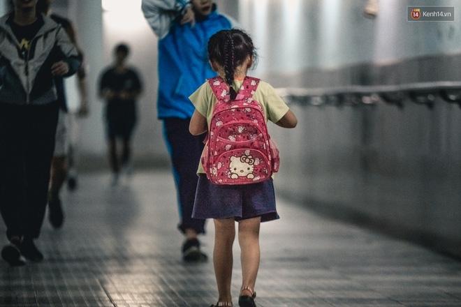 Chùm ảnh: Một nhịp sống Hà Nội thật khác ở phố đi bộ 12 cửa dưới lòng đất trong 10 năm qua - Ảnh 8.