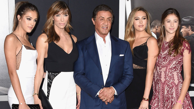 Sylvester Stallone bên vợ và ba cô con gái xinh đẹp