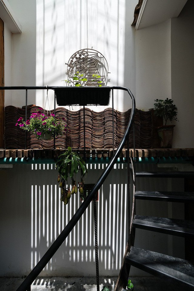 Ngôi nhà ống của đại gia đình trong hẻm nhỏ ấp ủ ý tưởng suốt 10 năm, đổi 3 đội thợ mới hoàn thành ở Sài Gòn - Ảnh 9.