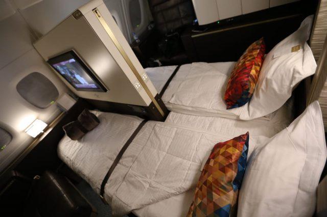 Du khách này không chọn giường đôi mà chọn hai giường đơn, phần màn hình sẽ được chuyển sang nơi khác nếu du khách chọn giường đôi.