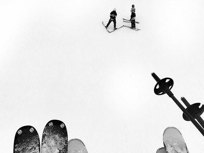 Nick Trombola, đến từ Pittsburgh, Hoa Kỳ, giành giải nhất thể loại ảnh lối sống với bức ảnh chụp một cách rất tình cờ trong chuyến đi trượt tuyết tại Telluride, Colorado với vài người bạn của mình. Hiện anh đang theo học ngành báo chí tại Đại học Indiana và sẽ tốt nghiệp vào năm sau