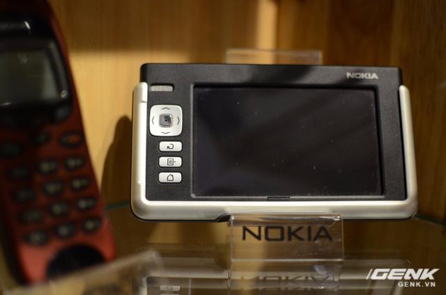 Nokia 770 - PDA Tablet đã có từ khá lâu, chạy Linux, chỉ phục vụ chức năng như GPS, Wi-Fi và hỗ trợ thông tin chứ không phủ sóng di động được. Đây là một minh chứng cho thị trường thiết bị đa dạng của Nokia, không đơn thuần chỉ sản xuất duy nhất điện thoại.