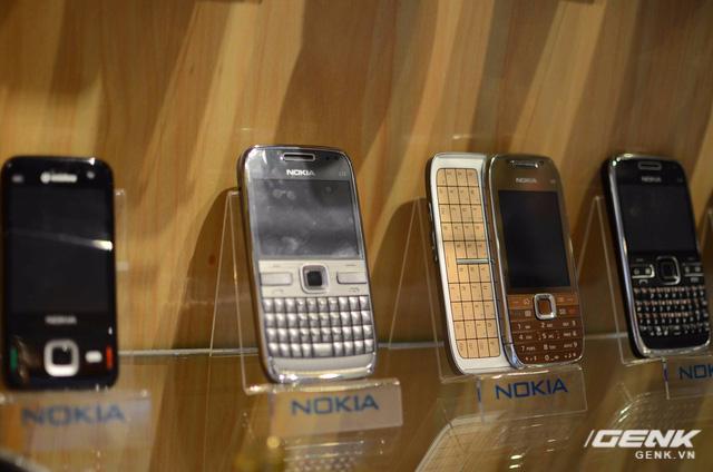 Nokia E72 và bộ sưu tập bàn phím QWERTY vật lý đến từ nhà sản xuất.