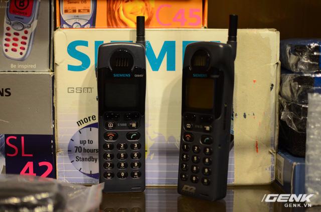 Siemens S10 - điện thoại màn hình đa màu sắc đầu tiên trên thế giới, ra đời năm 1998. Dù chỉ có 4 màu nhưng vẫn xứng đáng là bước ngoặt đột phá mở ra một kỷ nguyên mới cho lĩnh vực thiết bị di động.