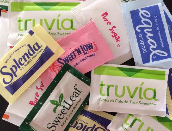 Chúng ta có nên tiếp tục sử dụng chất ngọt nhân tạo để thay thế đường hay không?
