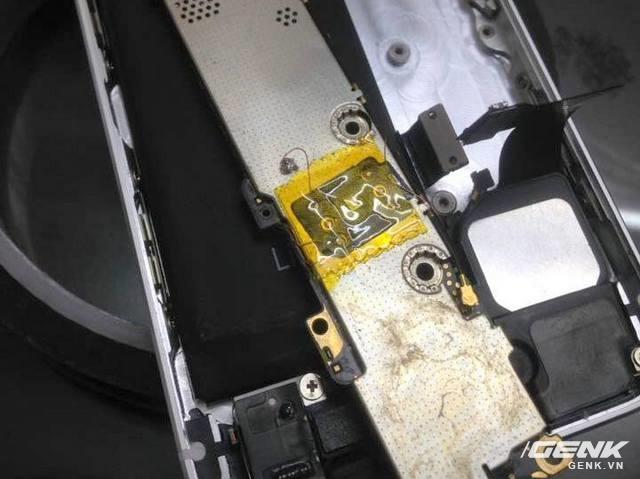 Thủ đoạn câu SIM ghép vào trong máy để biến iPhone Lock thành quốc tế