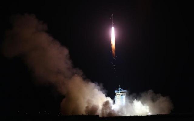 Vệ tinh lượng tử đầu tiên của Trung Quốc được phóng lên quỹ đạo.