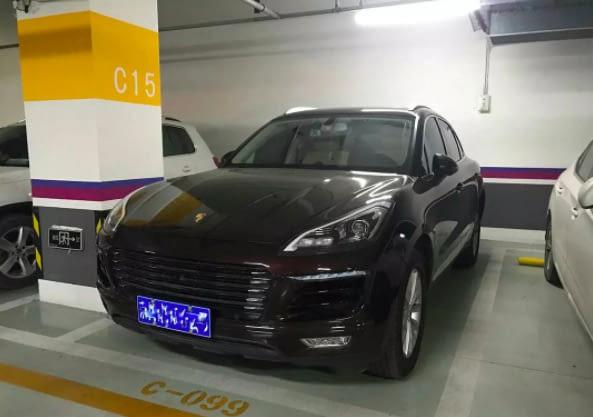 Được khen nhã nhặn và khiêm tốn dù giàu có, chàng trai vẫn bị bạn gái phũ vì đi xe Trung Quốc gắn logo Porsche Cayenne - Ảnh 1.