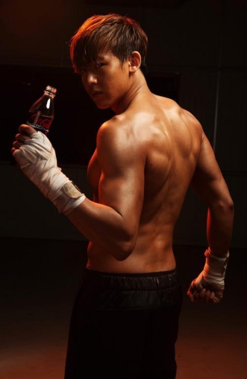 Loạt sao nam chứng minh: Con trai chẳng cần thẩm mỹ, chỉ chăm tập gym là đã lột xác ngoạn mục - Ảnh 32.