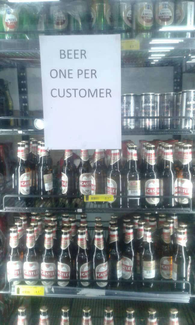 Zimbabwe: KFC và nhiều cửa hàng đồ ăn nhanh đóng cửa vì hết tiền mua thịt gà - Ảnh 3.