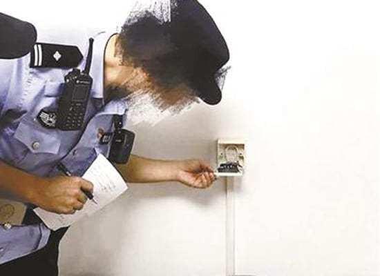 Thuê nhà qua ứng dụng tại Trung Quốc tới nửa năm, cặp đôi mới phát hiện máy quay trộm chĩa thẳng vào giường - Ảnh 1.