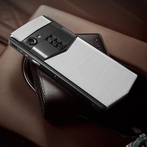 Vertu trình làng smartphone cao cấp Aster P, khung titan, màn hình sapphire, mặt lưng bằng da, Snapdragon 660, giá 5.000 USD - Ảnh 5.