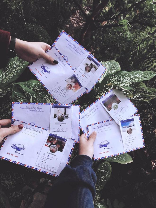 Mừng cưới thời 4.0: Cả nhóm in hình trang Facebook cá nhân dán lên phong bì cho cô dâu chú rể đỡ nhầm - Ảnh 1.