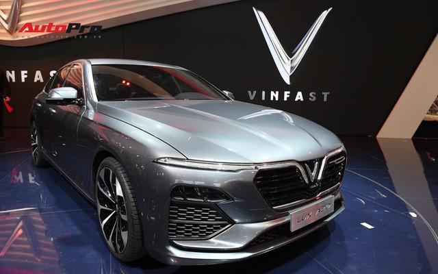 HOT: Ảnh thực tế sedan VinFast A2.0 vừa ra mắt hoành tráng tại Paris Motor Show 2018 - Ảnh 1.